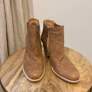 NEW Aquatalia Cognac Leather Chelsea Ankle Boots